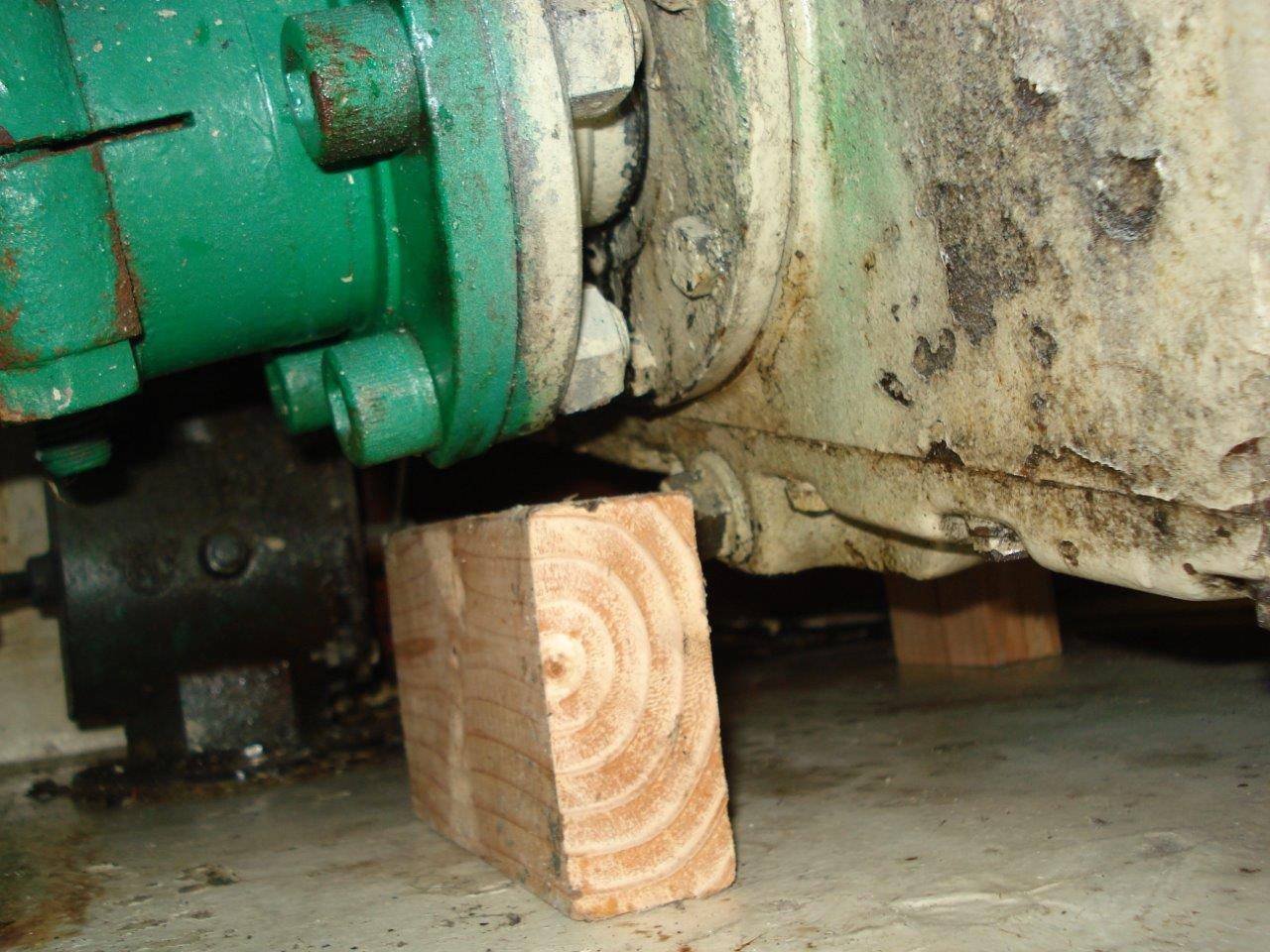 Measuring Gear Clearance to Bottom of hull  (1)