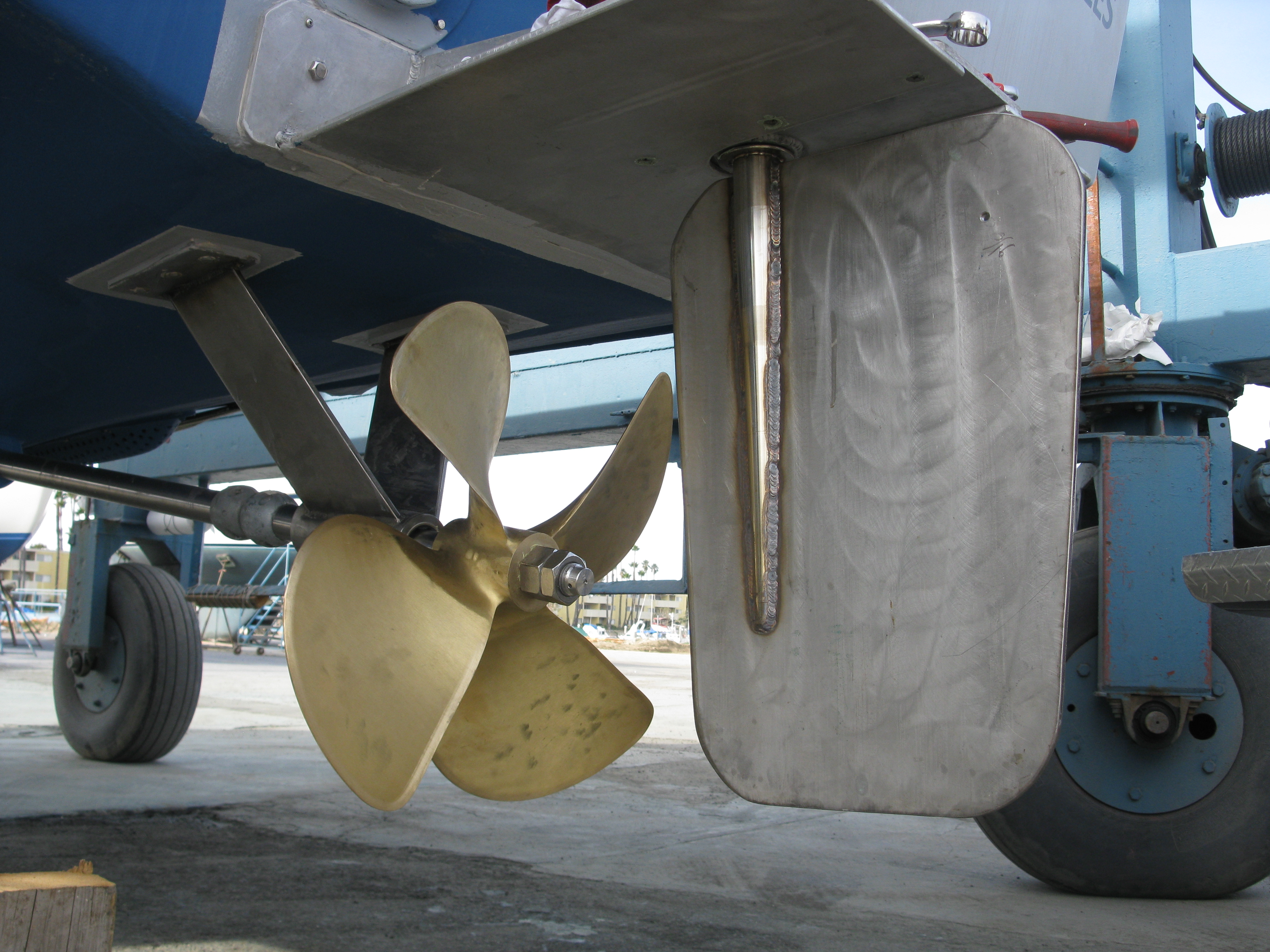 "Aluminum lower rudder plate, large SS plate rudder with a 2"" AQ19 shaft, 4 blade ZF 26"" prop."